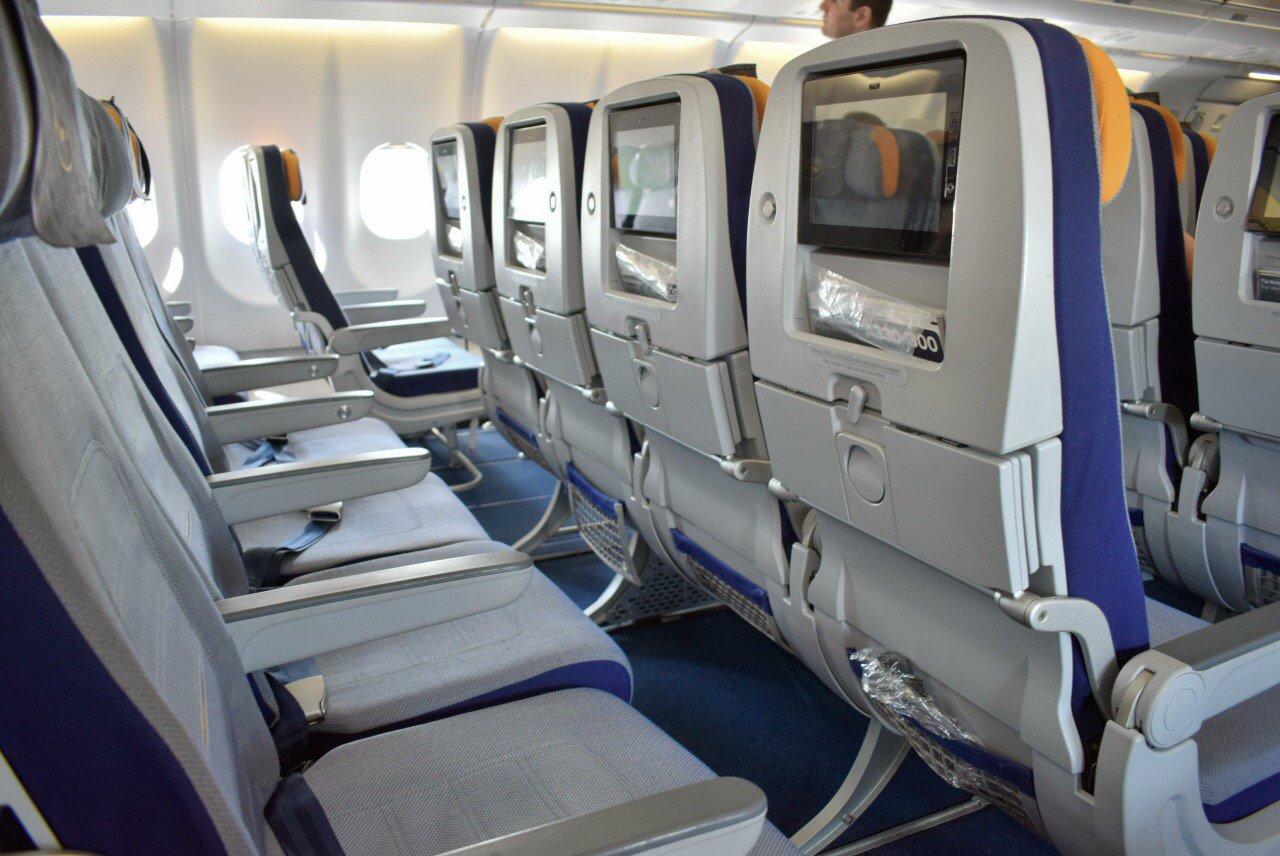 Кресла эконом-класса в Airbus A330-300 авиакомпании Lufthansa