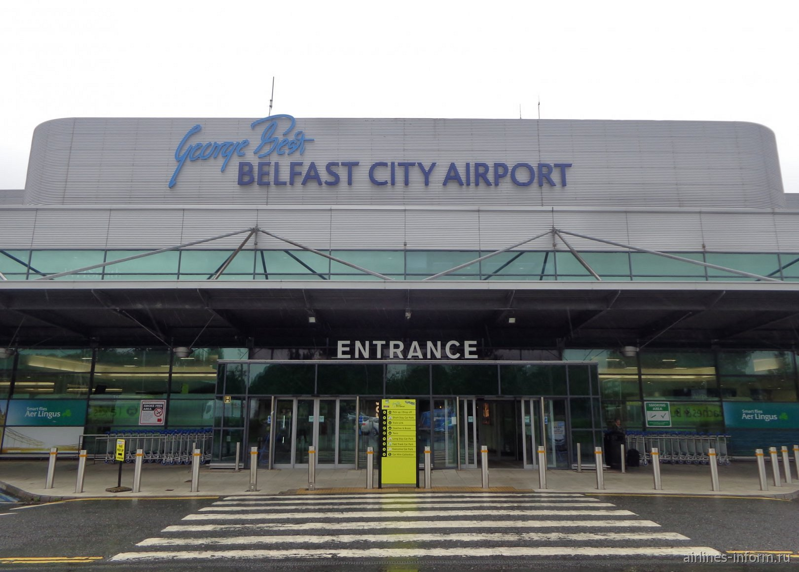 Вход в пассажирский терминал аэропорта Белфаст-Сити Джордж Бест