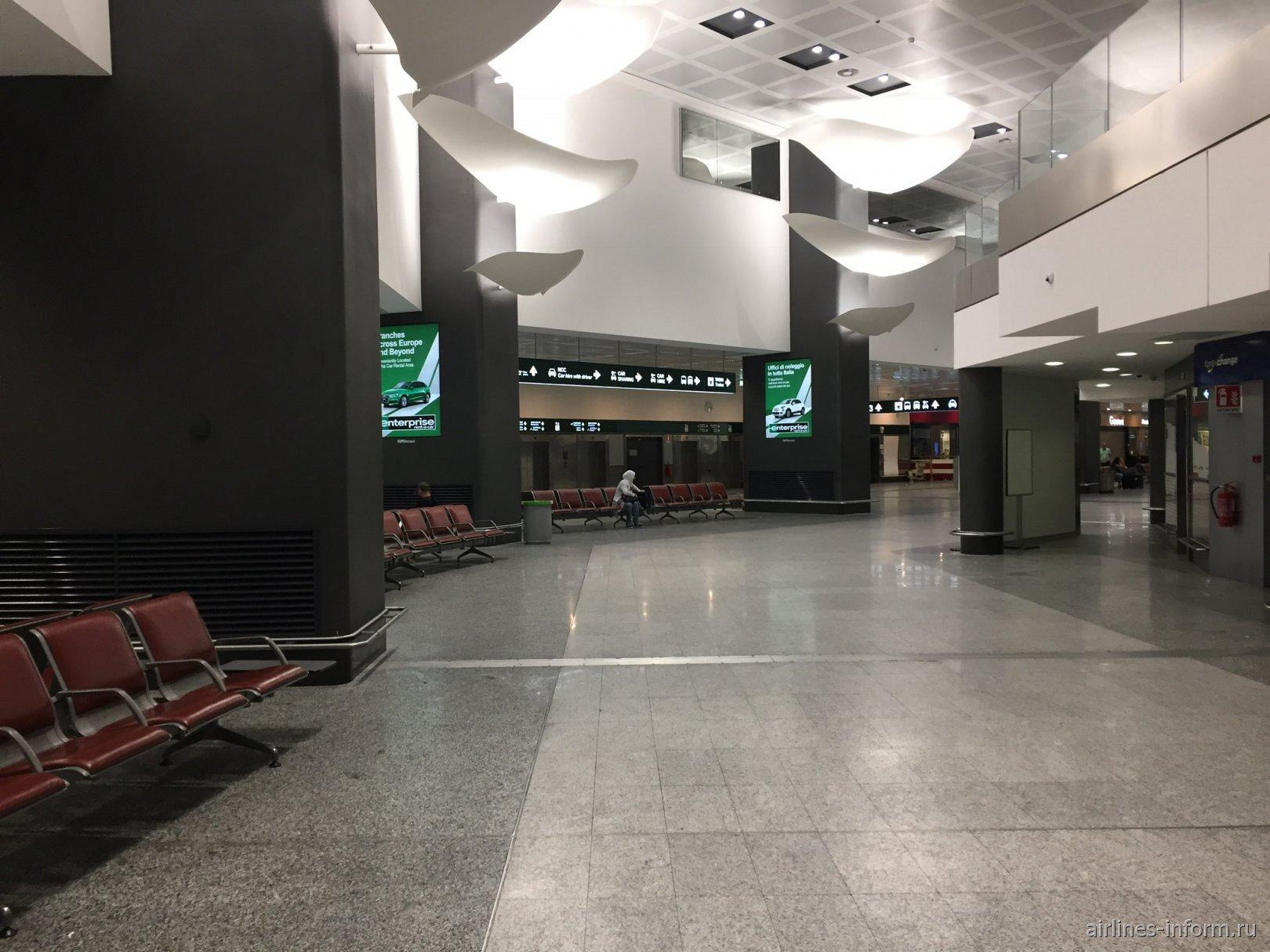 В терминале 1 аэропорта Милан-Мальпенса