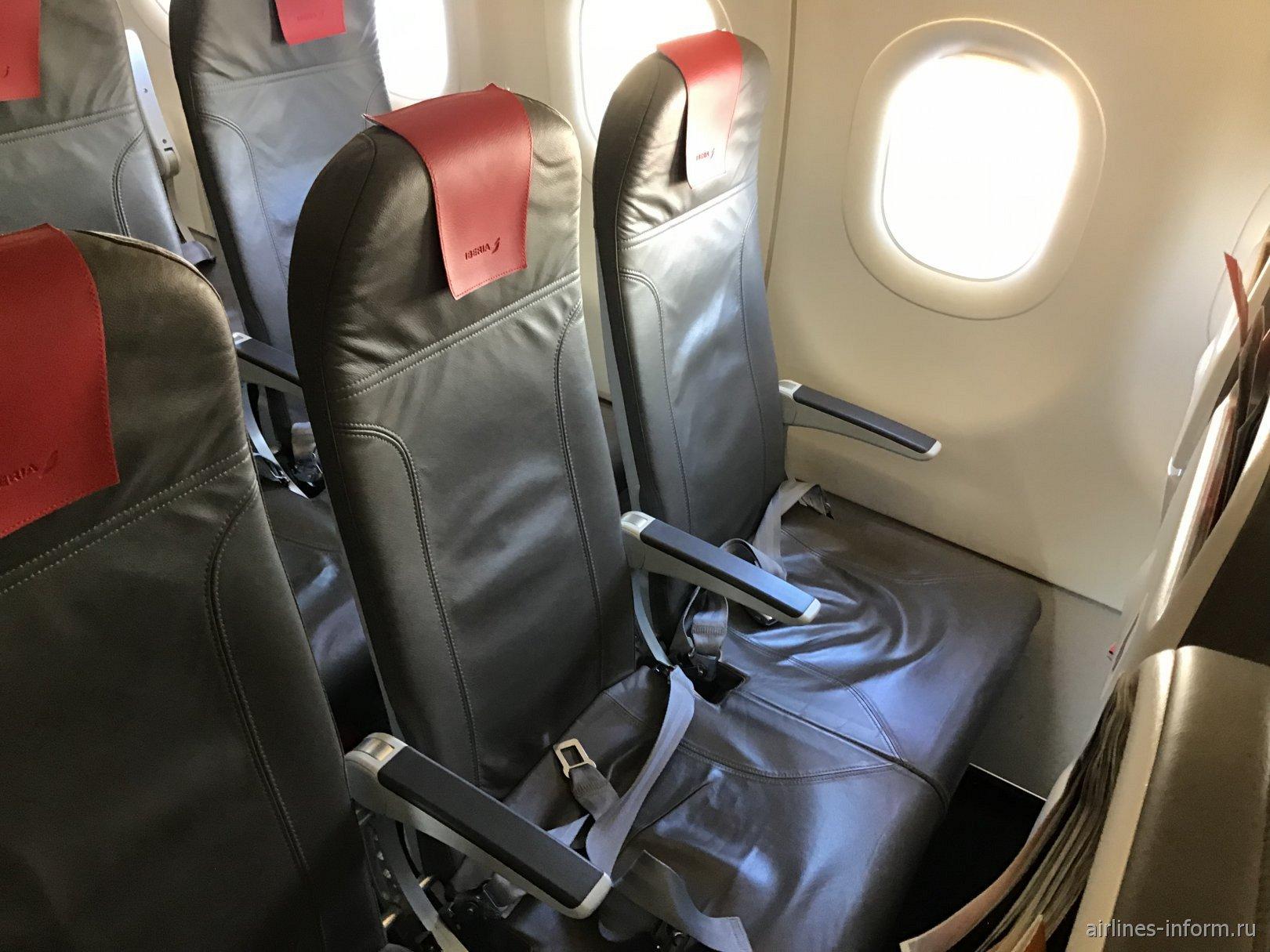 Пассажирские кресла в самолета Airbus A320 авиакомпании Iberia