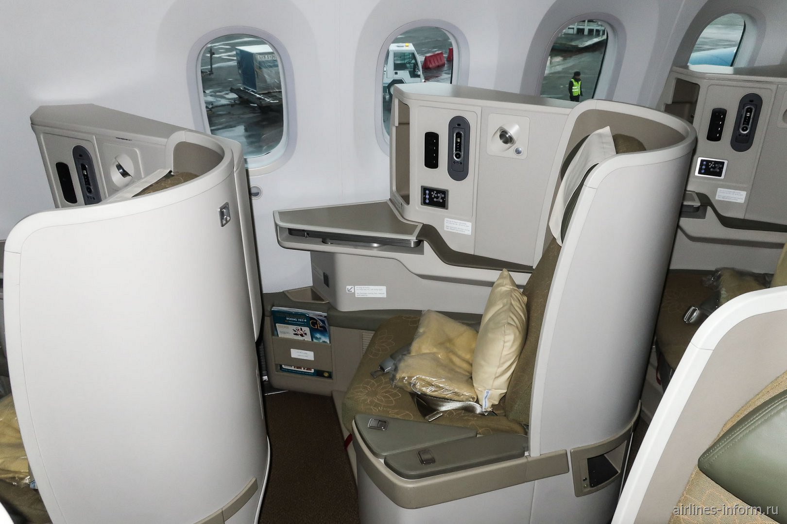 Место бизнес-класса в Боинге-787-9 Вьетнамских авиалиний