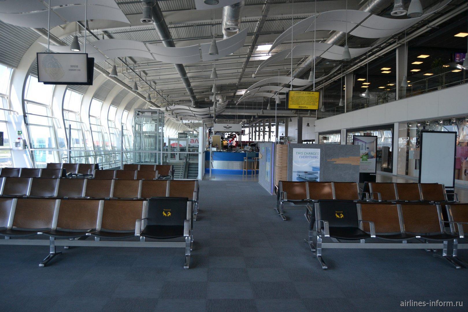 Накопитель в аэропорту Львов Данила Галицкий