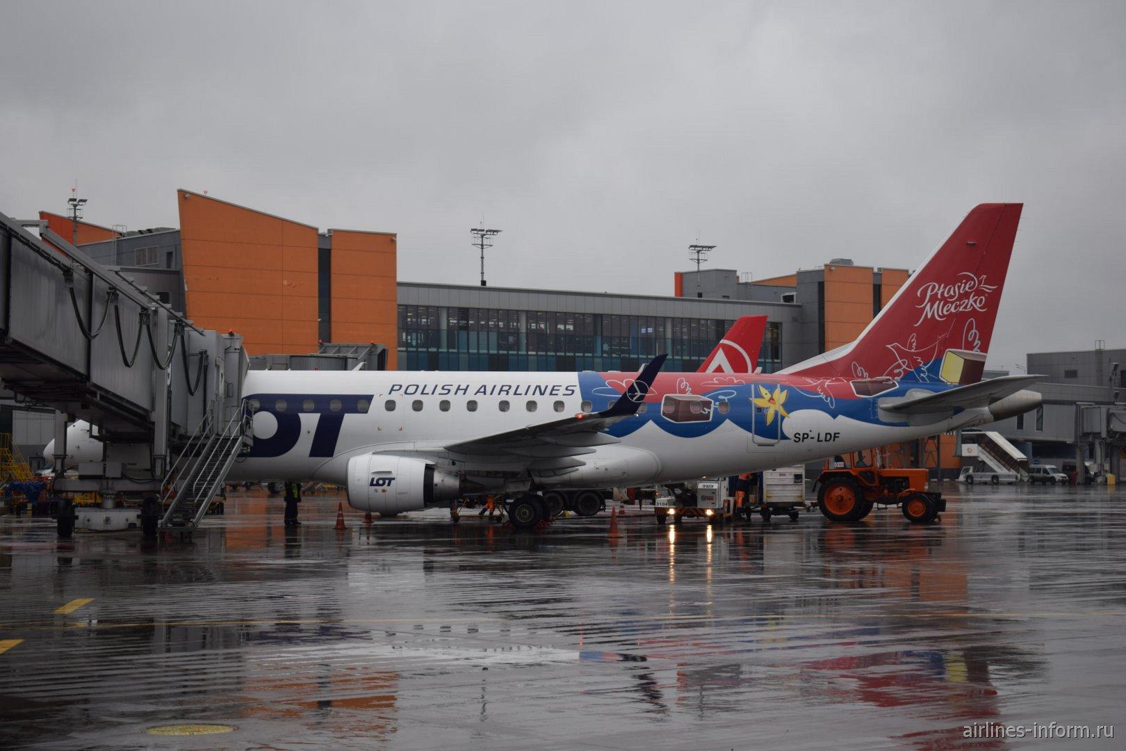 Embraer 170 авиакомпании LOT в специальной окраске