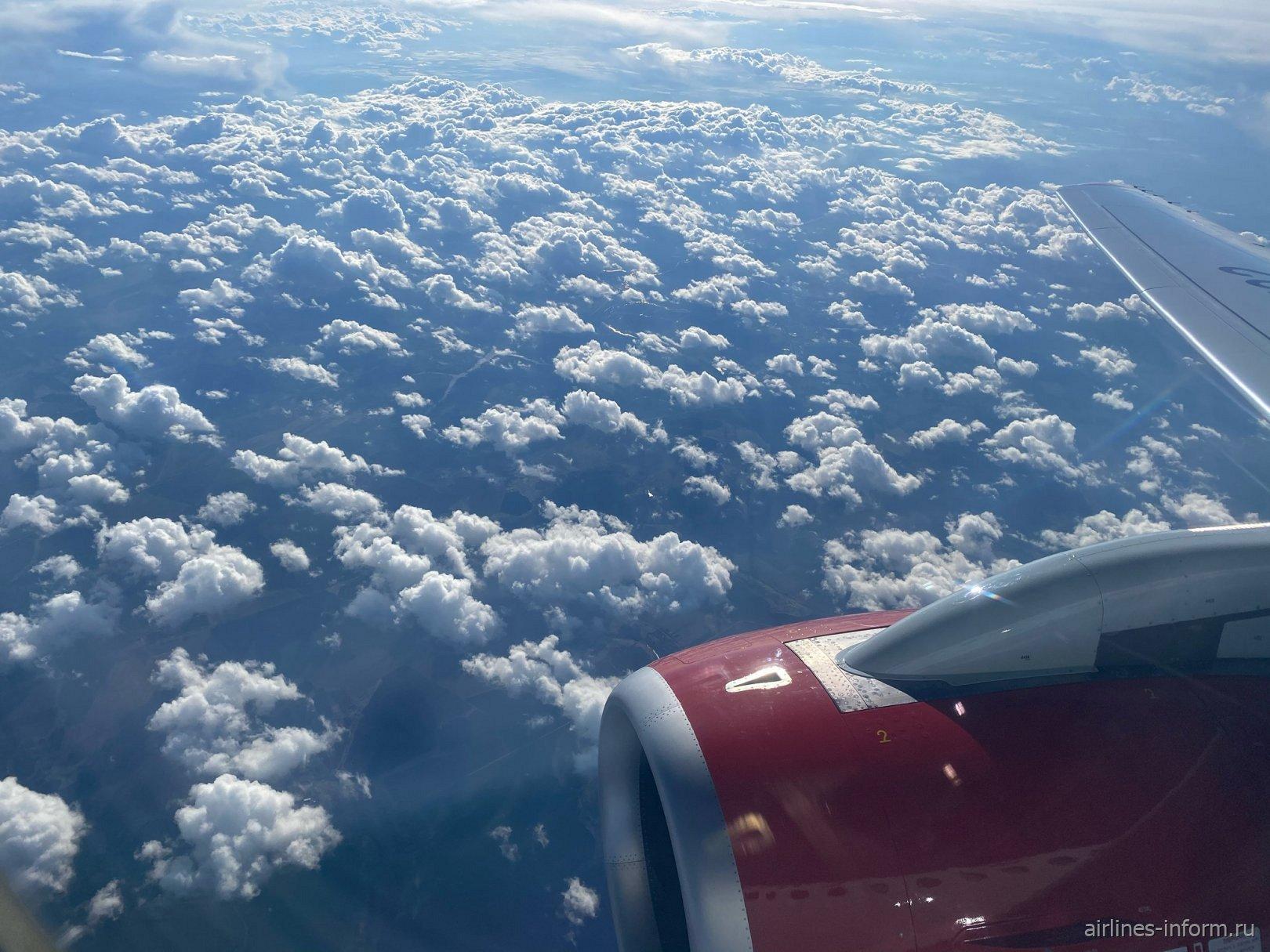 Небо и музыка Чайковского в наушниках