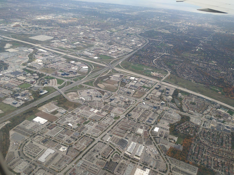 Пригороды Торонто перед посадкой в аэропорту Пирсон