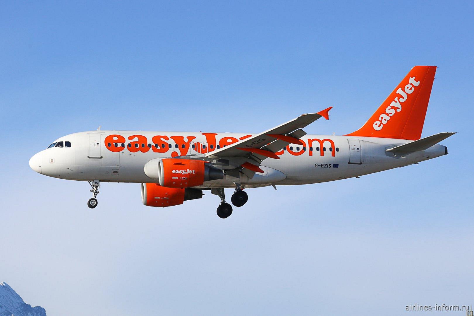 Самолет Airbus A319, борт G-EZIS, бюджетной авиакомпании easyJet