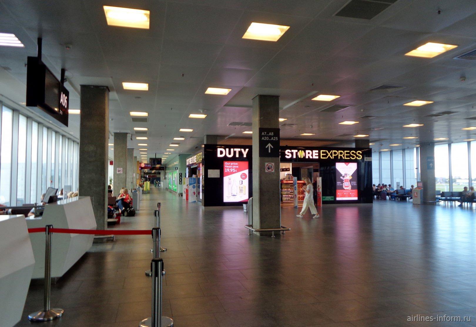 Посадочная галерея международных вылетов в аэропорту Пулково