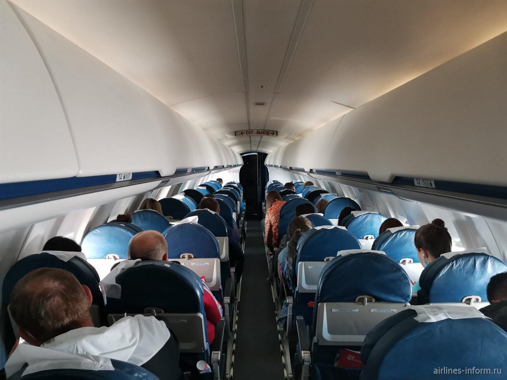 Салон самолета Bombardier CRJ100 авиакомпании
