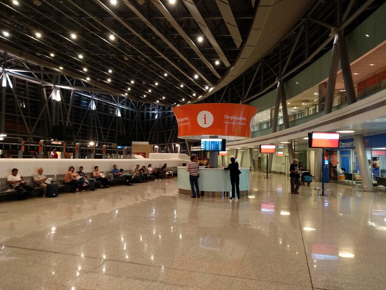 Информационная стойка в терминале 2 аэропорта Ереван Звартноц