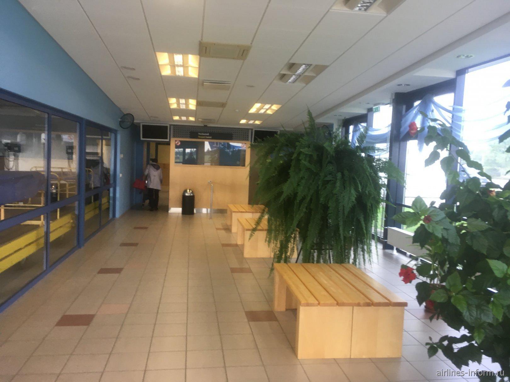 Внутри аэровокзала аэропорта Курессааре