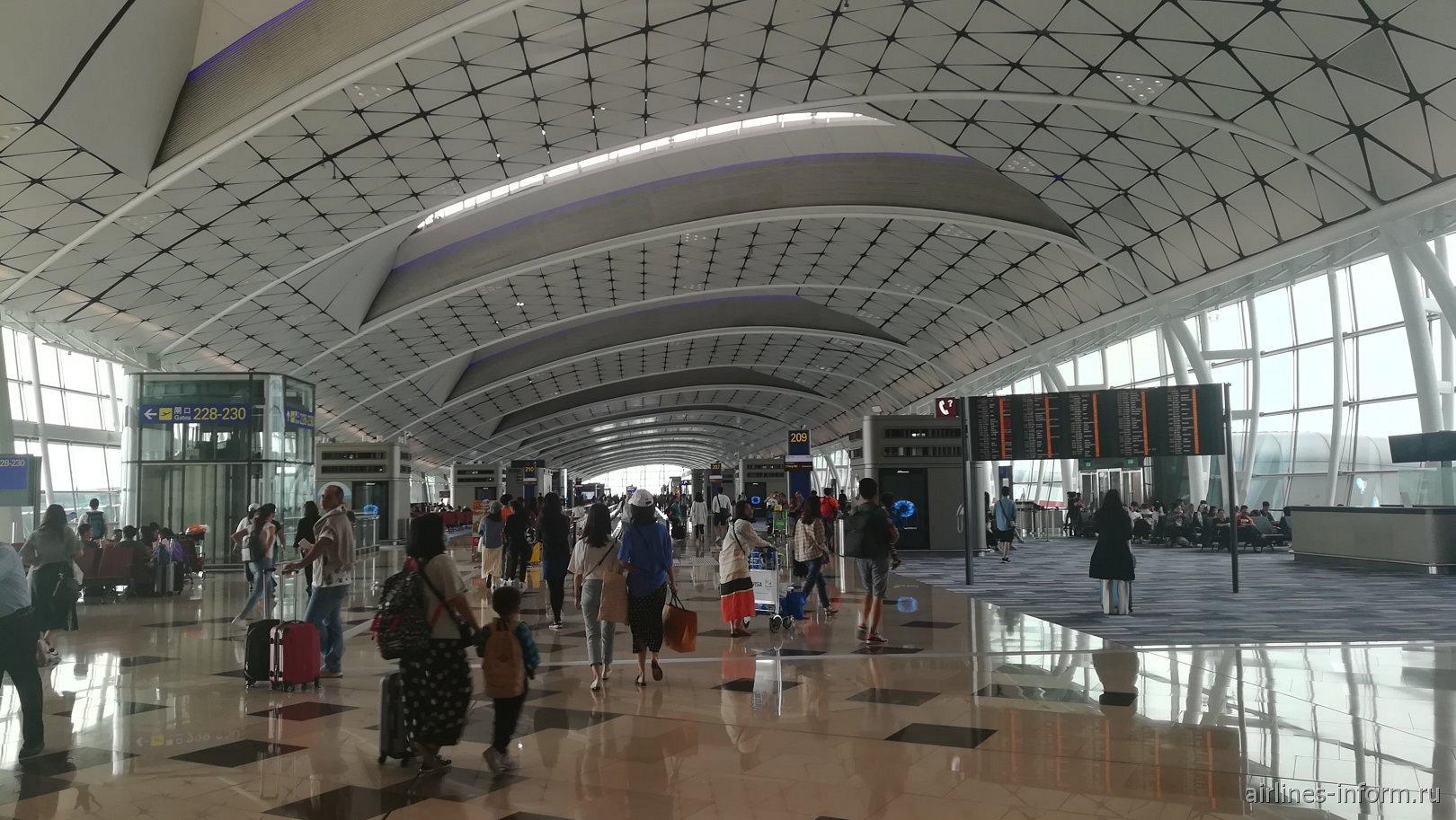 Выходы на посадку в аэропорту Гонконга