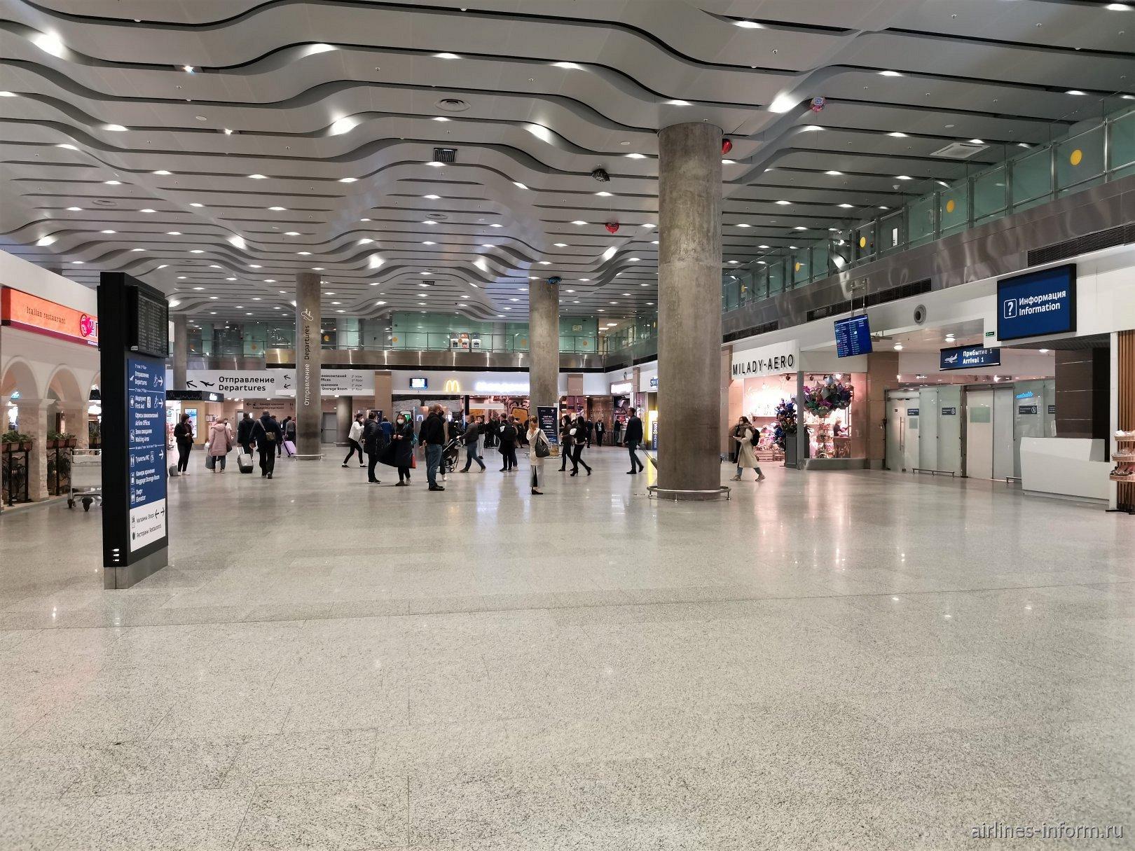 Зал прилета в аэропорту Пулково