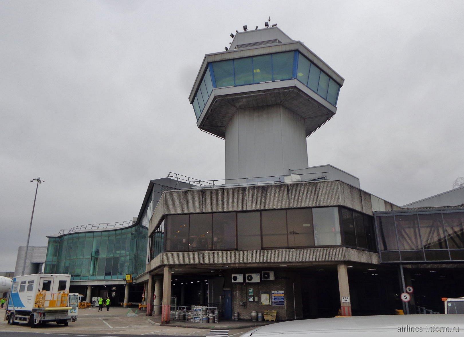 Диспетчерская вышка у терминала 1 аэропорта Манчестер