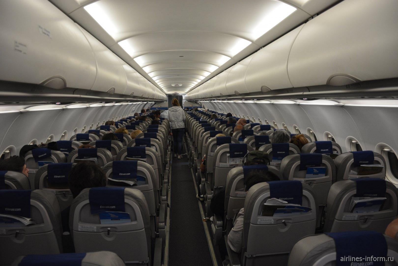 Пассажирский салон самолета Airbus A319 авиакомпании Ellinair