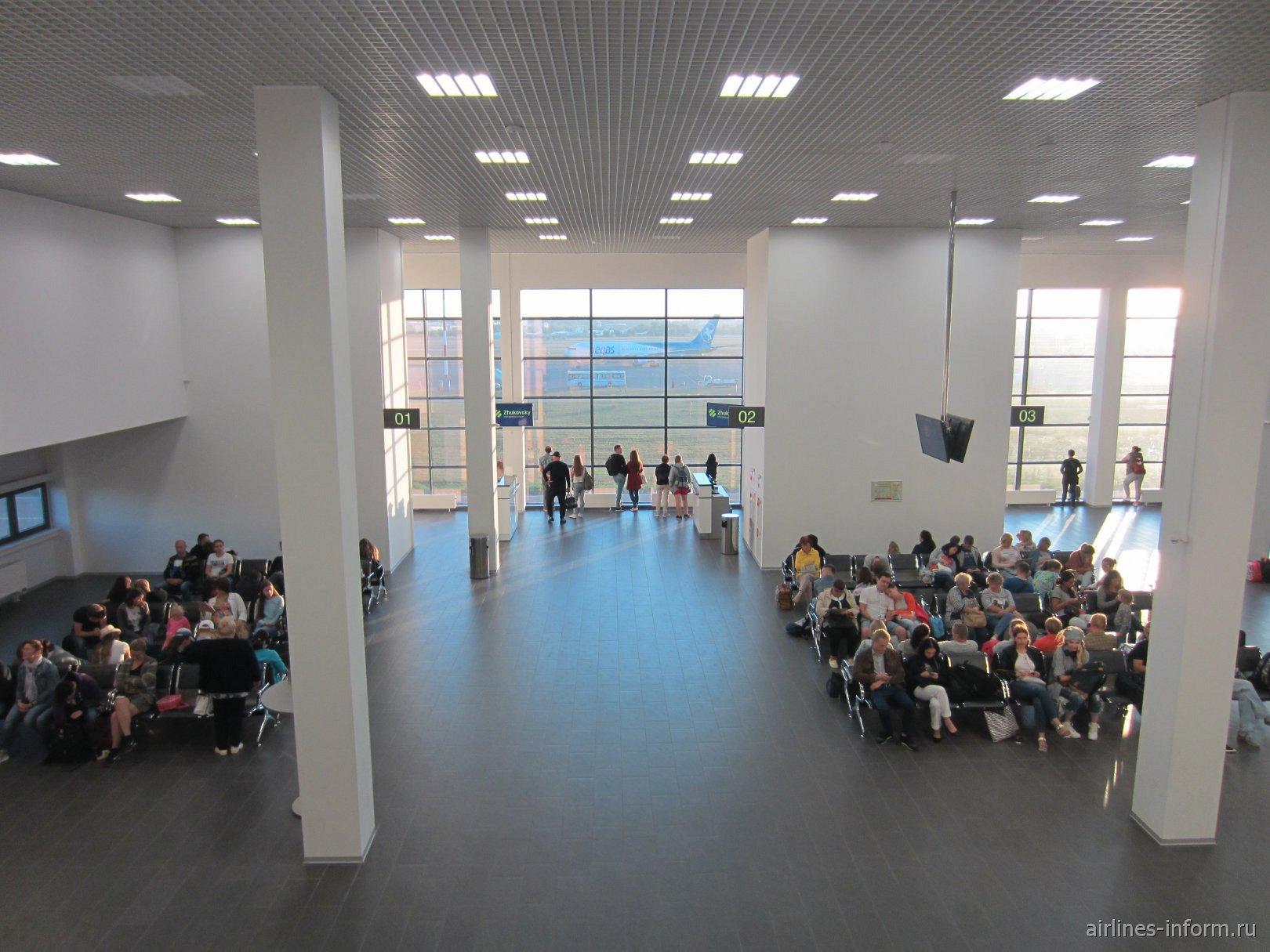 Зал ожидания в стерильной зоне аэропорта Жуковский
