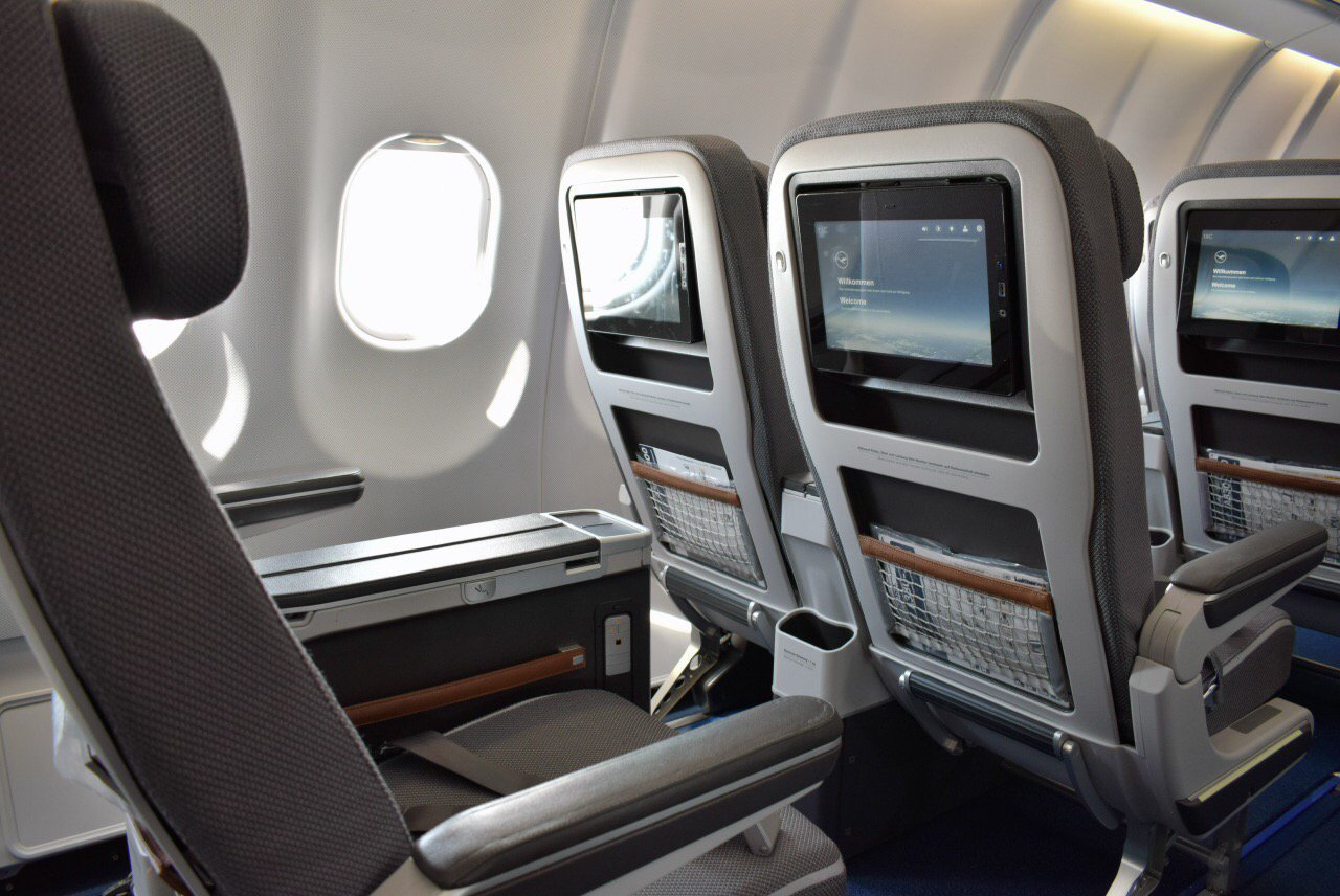 Кресла премиального эконом-класса в Airbus A330-300 авиакомпании Lufthansa