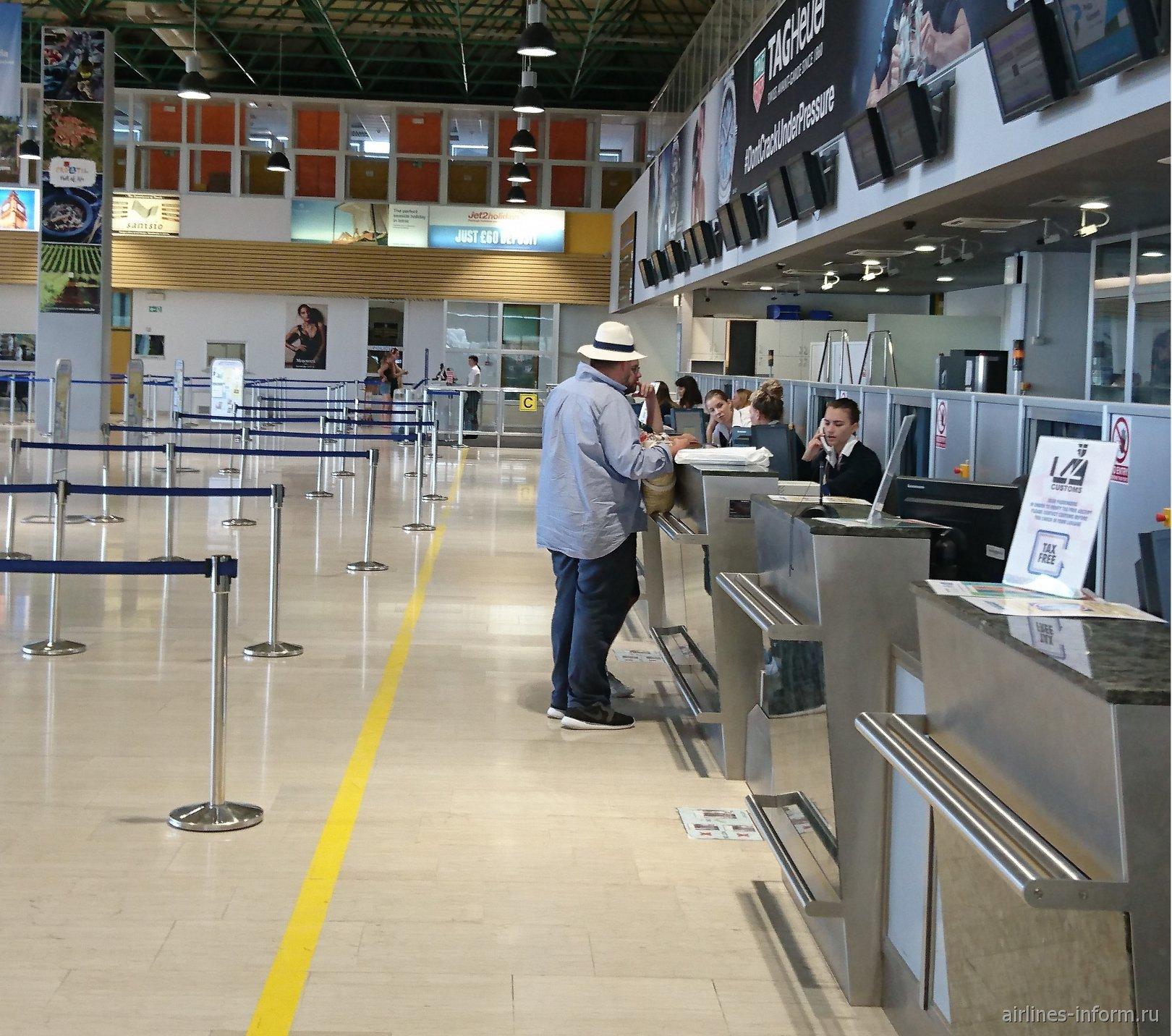 Стойки регистрации в аэропорту Пула