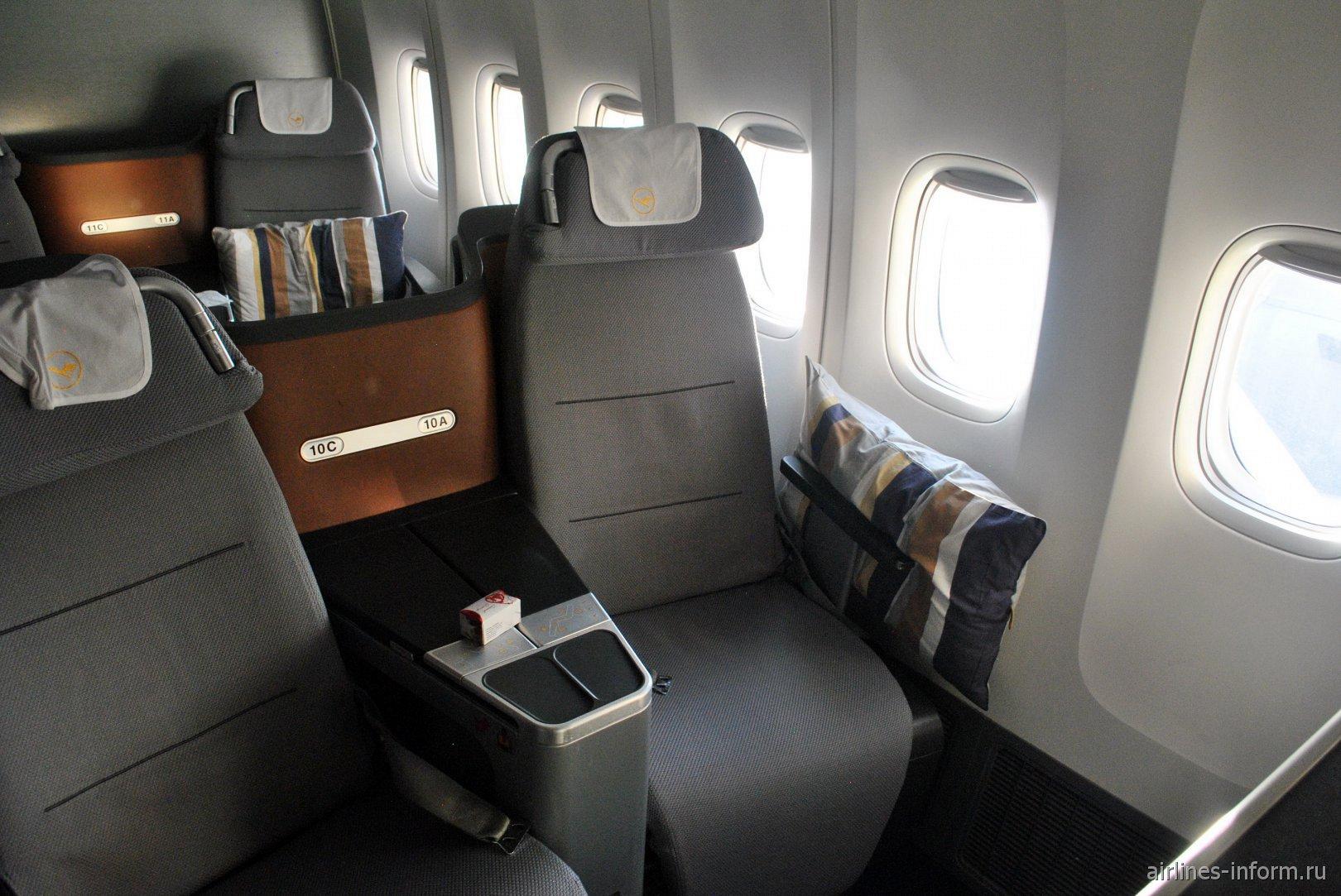 Места пассажиров бизнес-класса в Боинге-747-8 авиакомпании Lufthansa