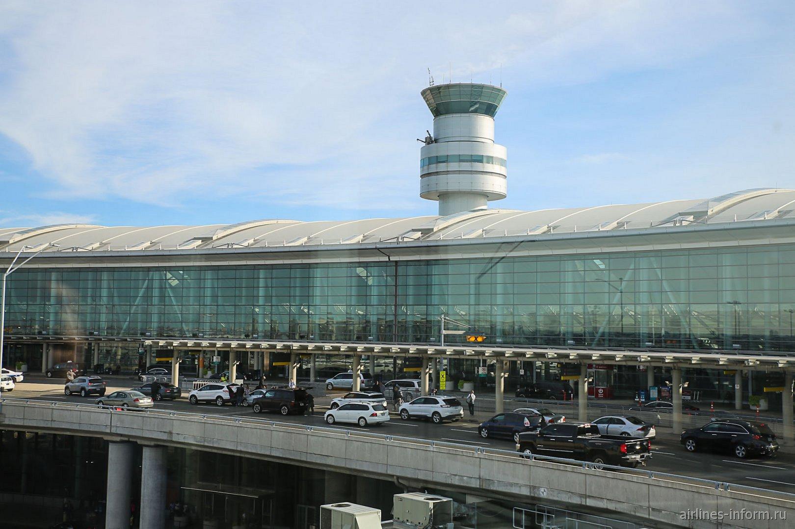 Терминал 1 аэропорта Торонто Лестер Пирсон