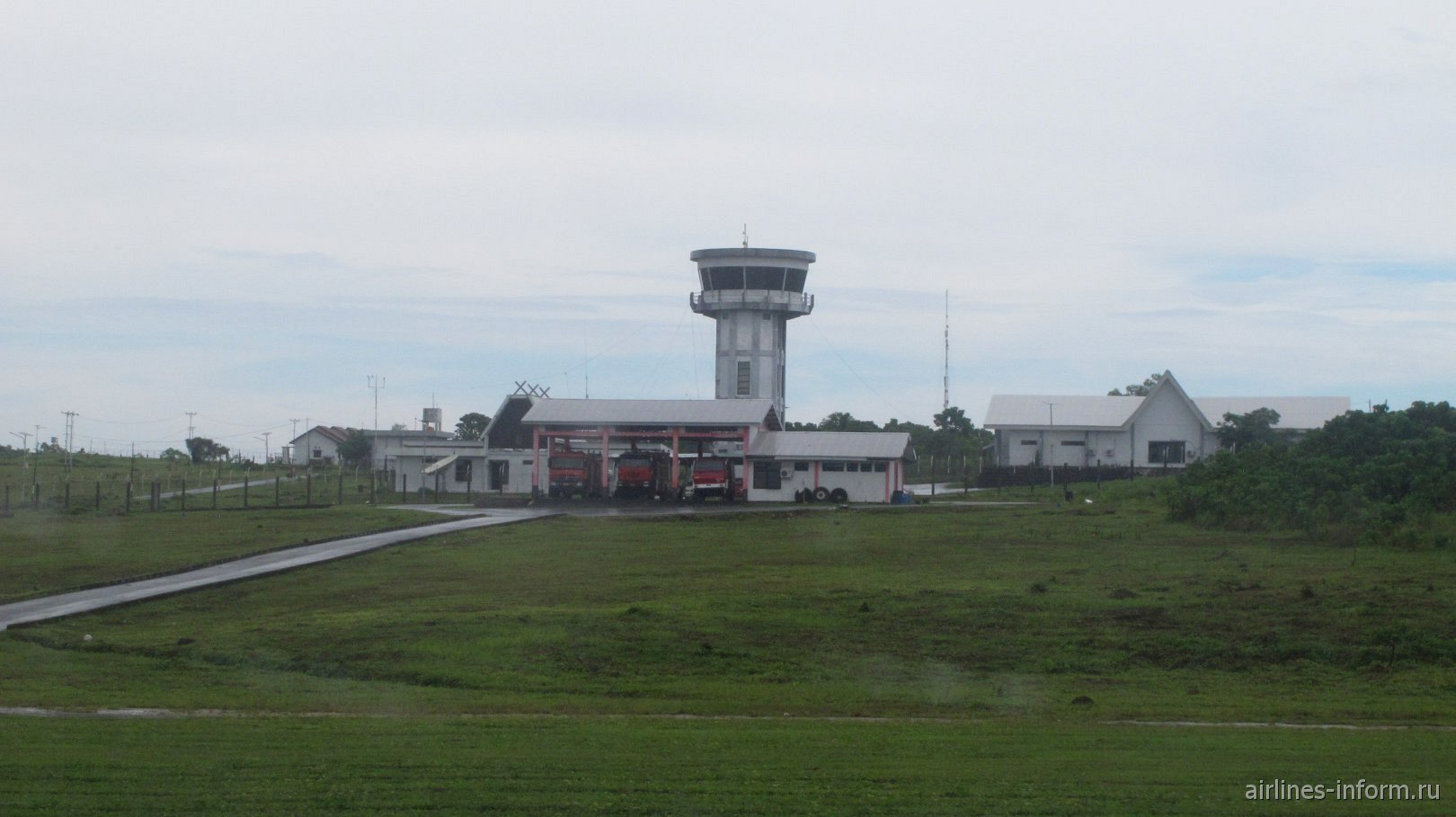 Диспетчерская башня и пожарная часть в аэропорту Лангур