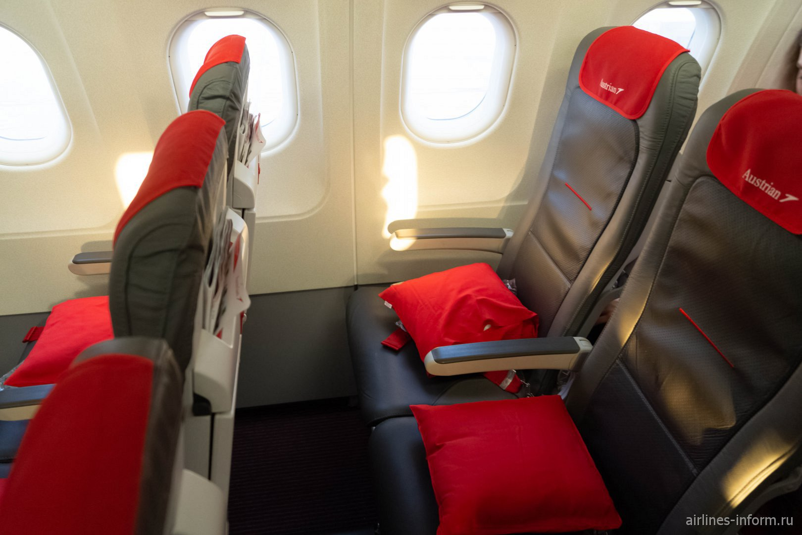 Пассажирские кресла в самолете Airbus A321 авиакомпании Austrian