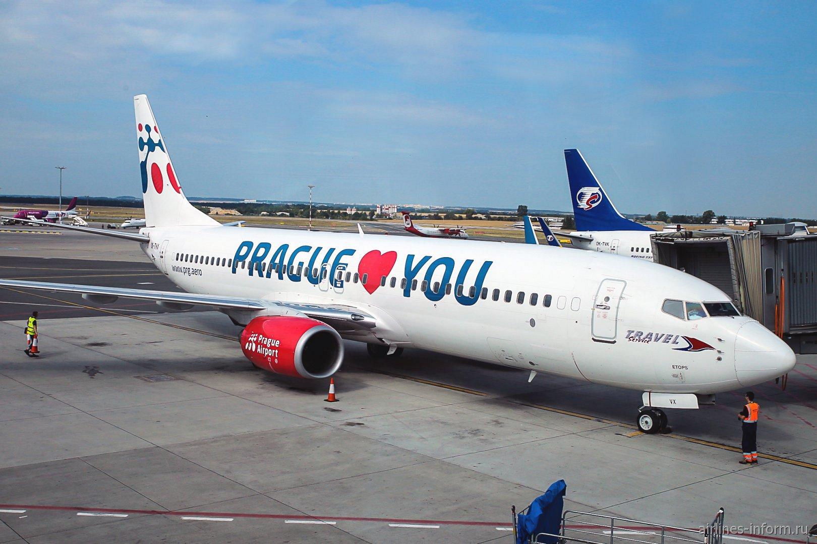 Самолет Боинг-737-800 авиакомпании Travel Service Airlines в аэропорту Праги