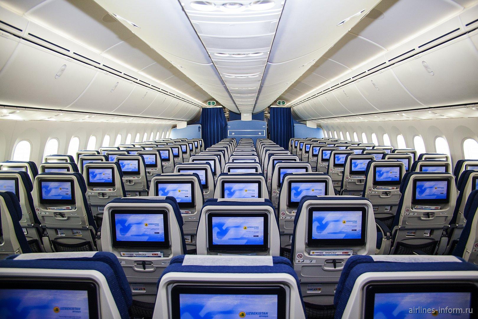 Пассажирский салон самолета Boeing-787-8 Dreamliner Узбекских авиалиний
