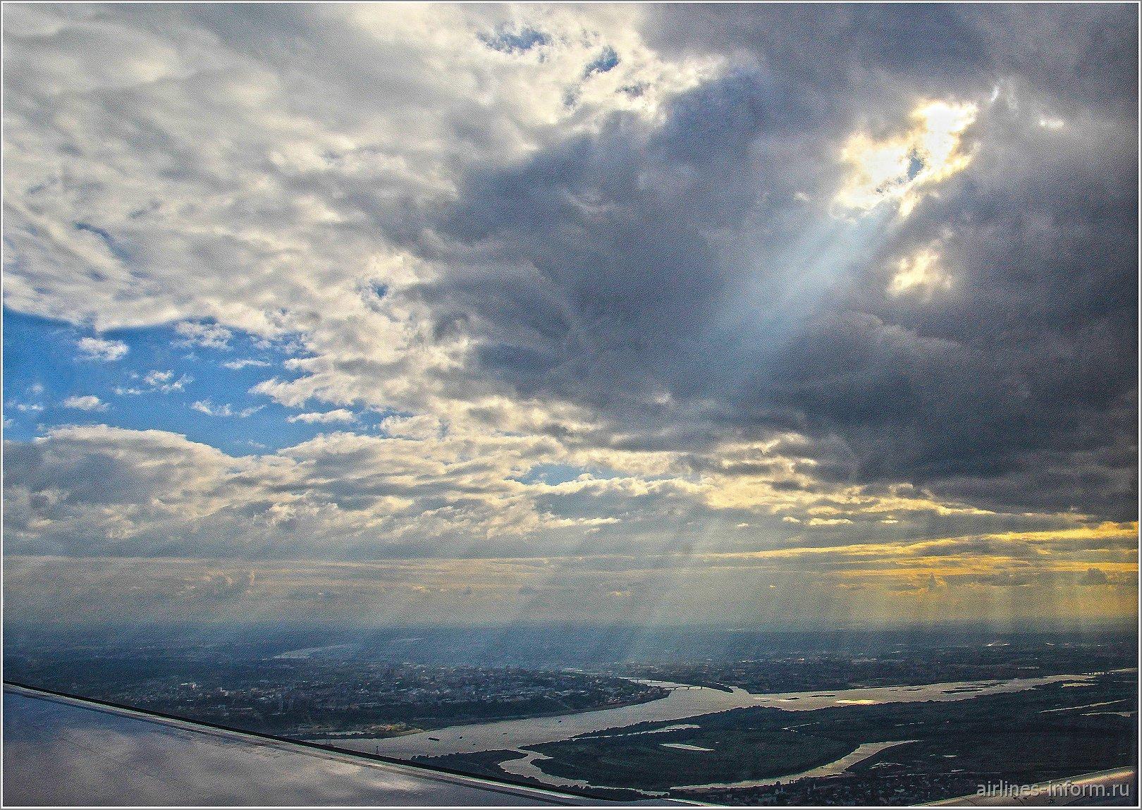 Облака в районе Нижнего Новгорода, у слияния Оки и Волги