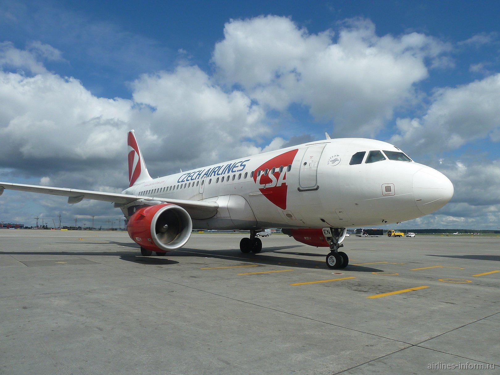 Airbus A319 OK-MEN Чешских авиалиний в аэропорту Шереметьево