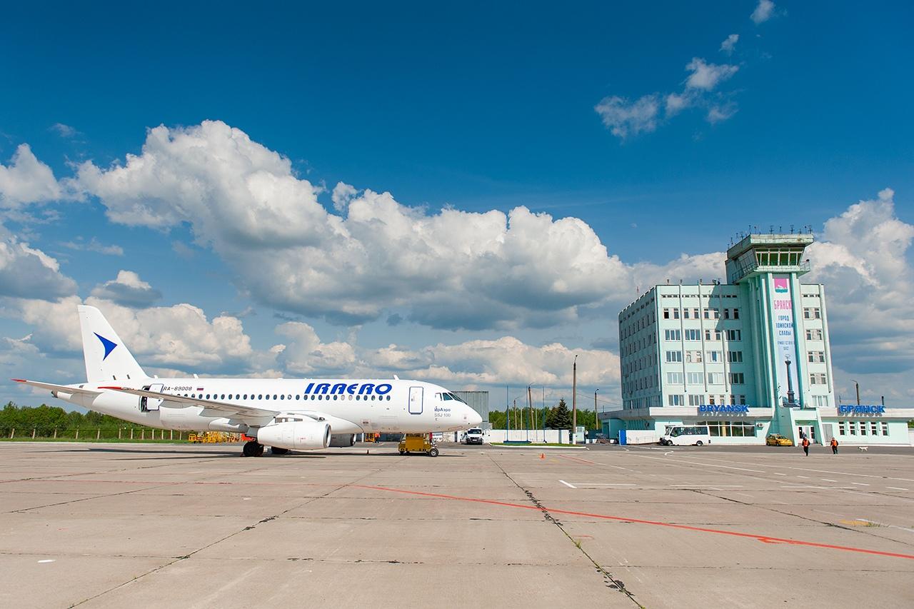 Аэропорт Брянск - вид с перрон