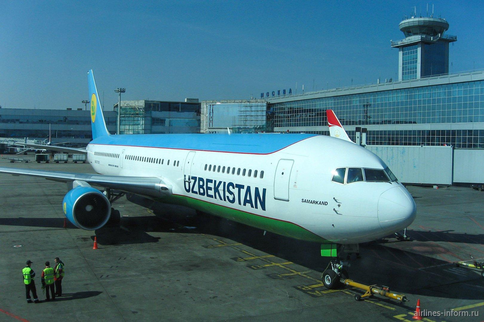 Боинг-767-300 Узбекских авиалиний в аэропорту Домодедово