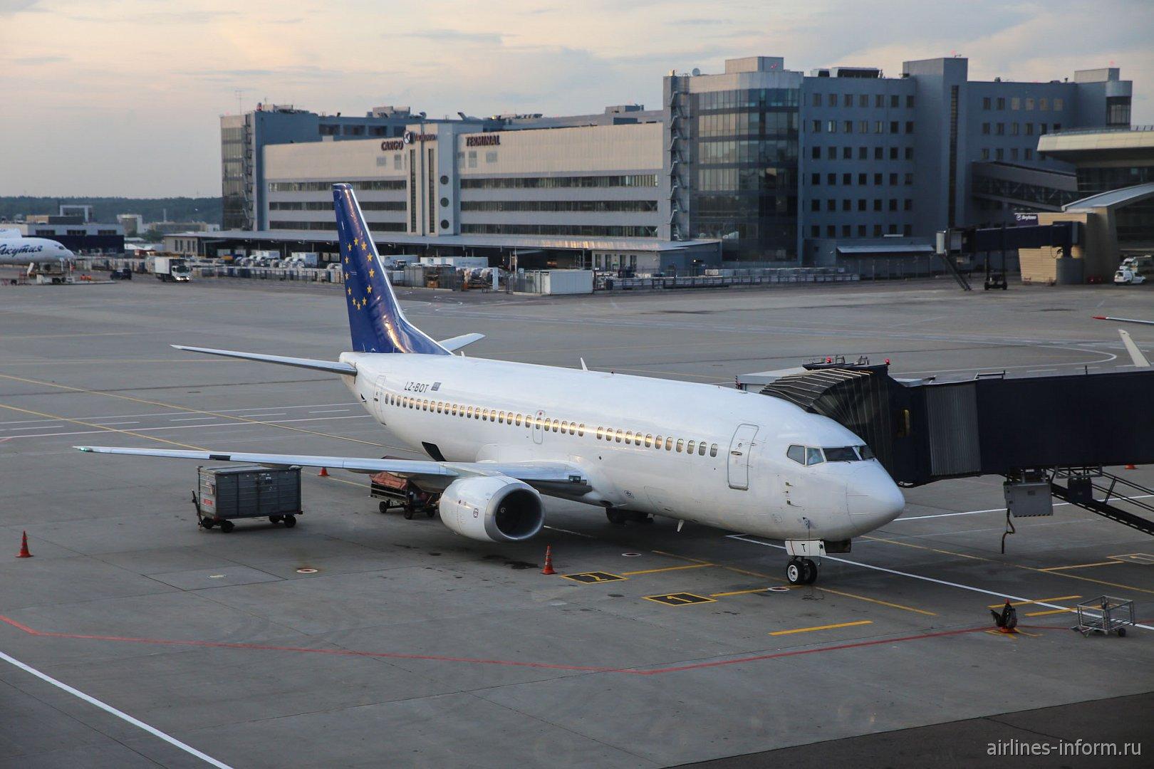 Боинг-737-300 LZ-BOT авиакомпании Bul Air в аэропорту Внуково