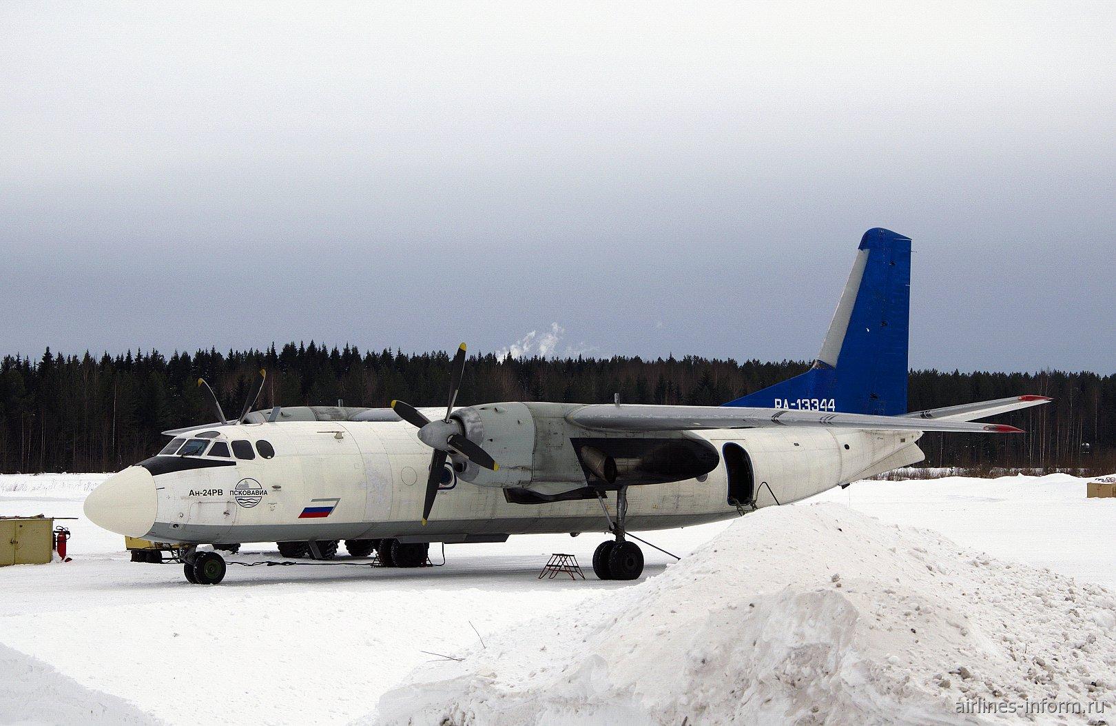 Самолет Ан-24 RA-13344 в аэропорту Котлас