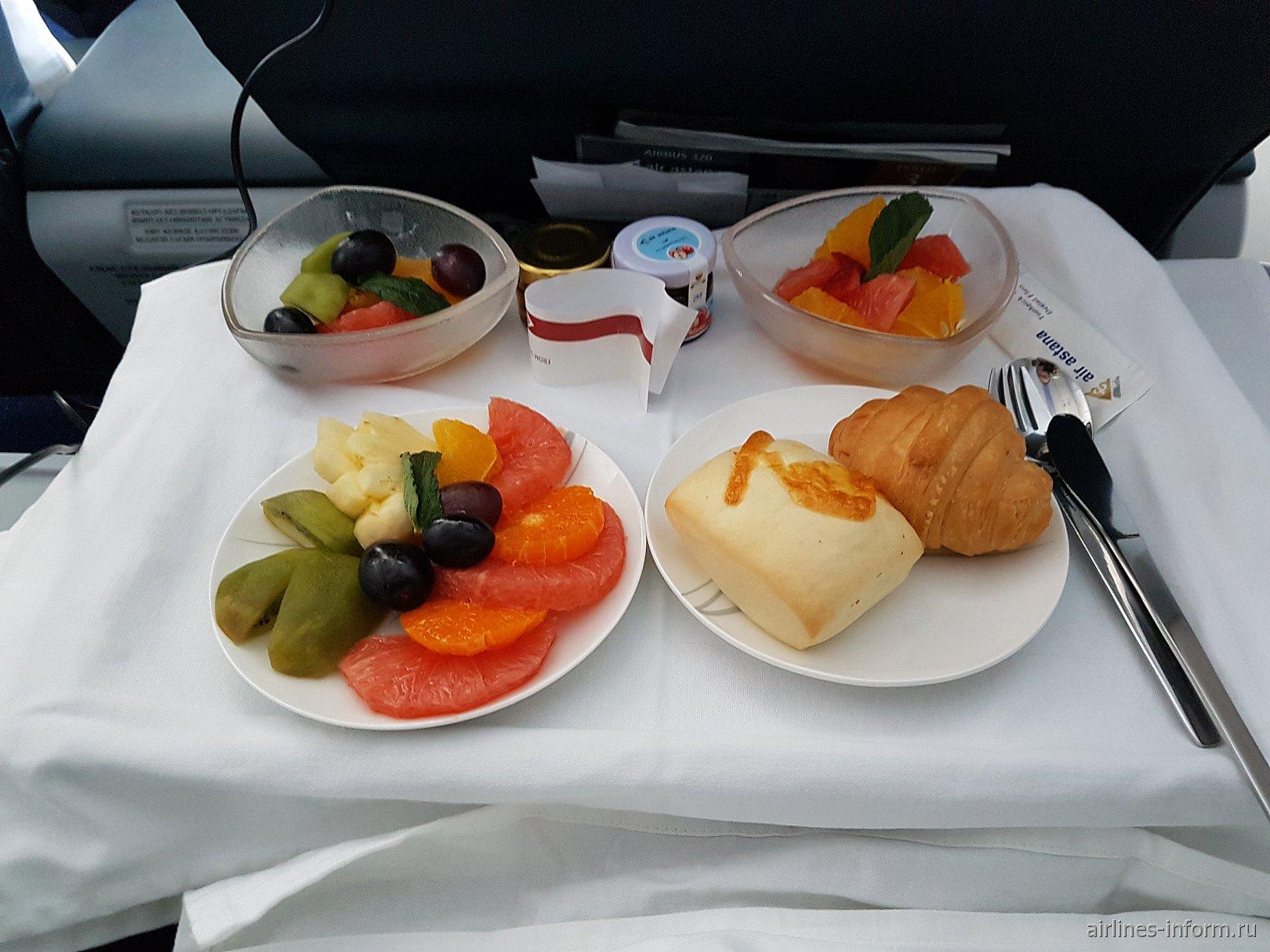 Питание в бизнес-классе на внутреннем рейсе авиакомпании Air Astana