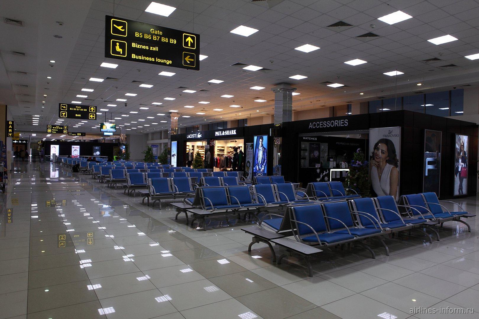 Зал ожидания вылета в аэропорту Ташкент
