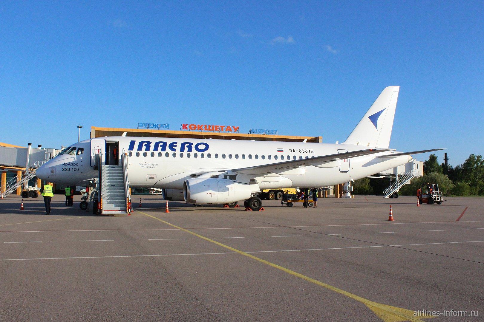 Sukhoi SuperJet-100 авиакомпании «ИрАэро» в аэропорту города Кокшетау