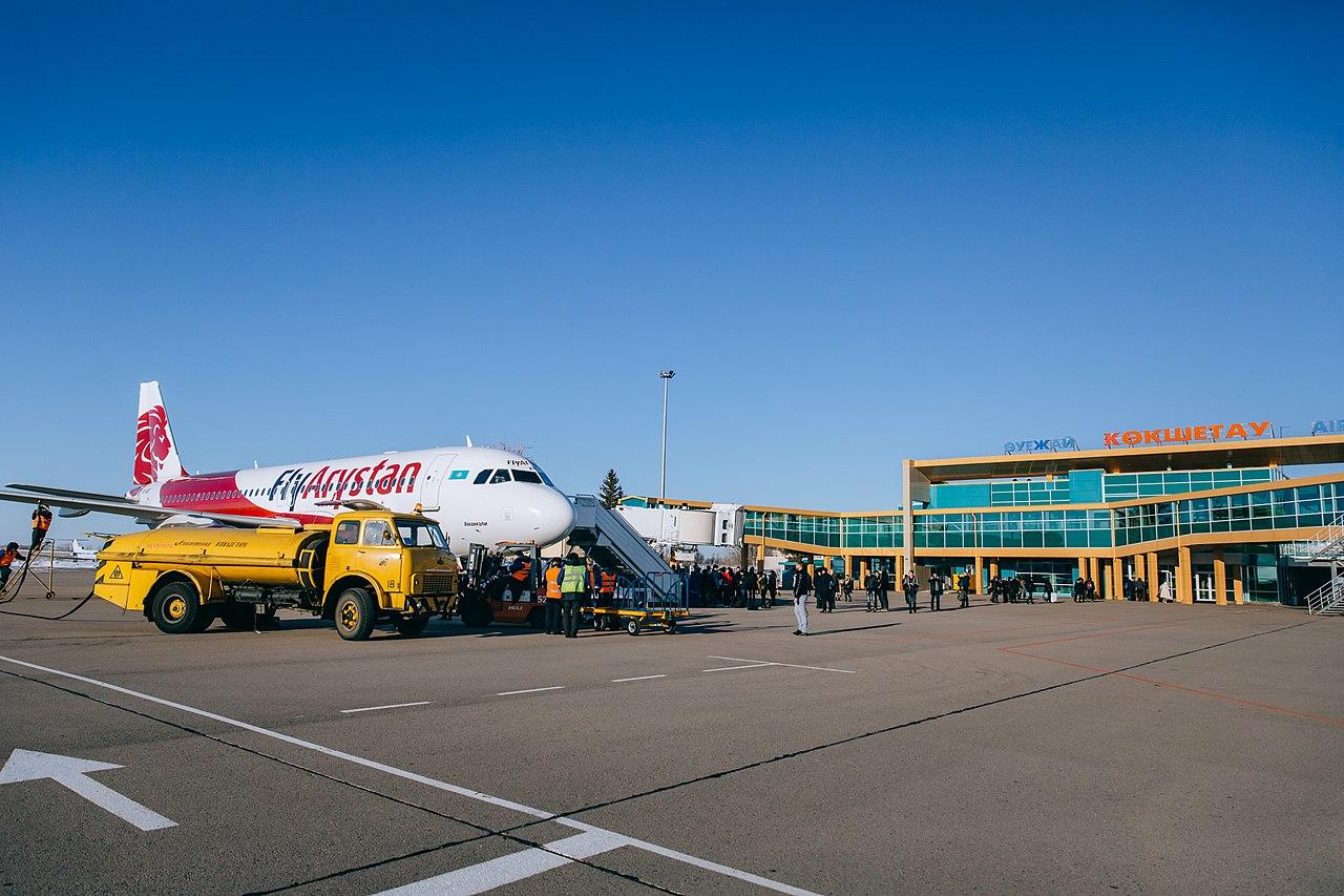 Самолет авиакомпании FlyArystan в аэропорту Кокшетау