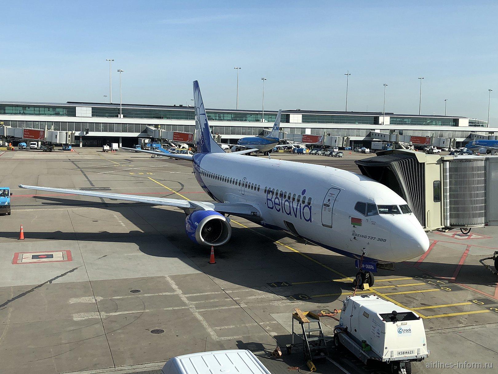 """Самолет Боинг-737-300 EW-366PA авиакомпании """"Белавиа"""""""