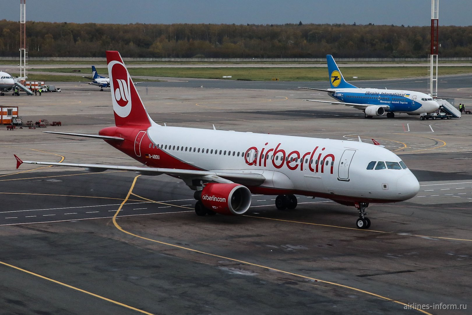 Airbus A320 авиакомпании Air Berlin в аэропорту Домодедово