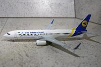 Обзор модели самолёта Boeing B-737-800 Международные Авиалинии Украины. JC Wings XX2754.