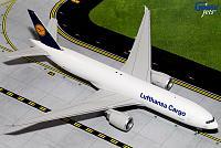 Модель самолета Boeing 777F