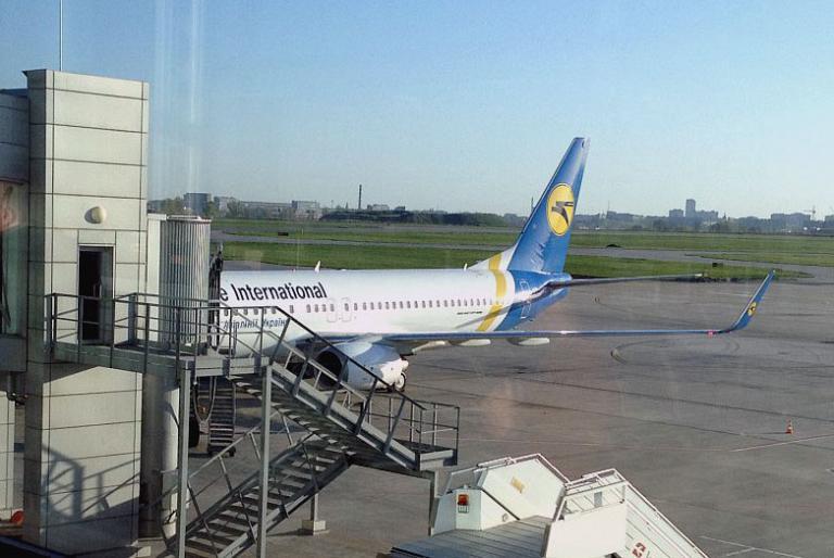 Под крыльями Евразии. Часть 1: Харьков (HRK) -  Киев (KBP) с МАУ на Boeing 738