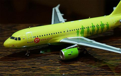 Обзор модели самолёта Airbus A319 S7 Airlines от JC Wings 1:200