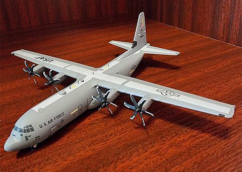"Отличный вариант: Lockheed C-130-30J Super Hercules ""The Rock"", Gemini 200."