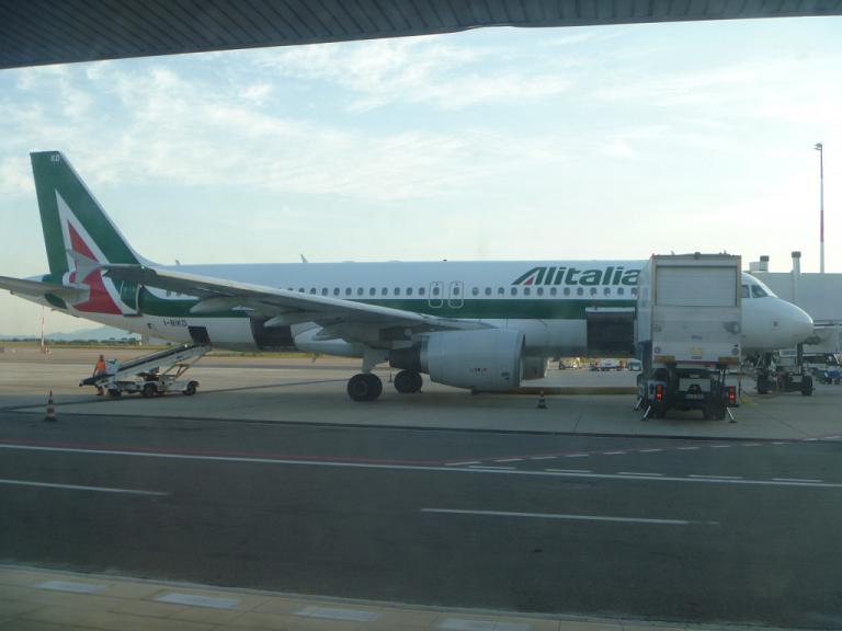 Европейский voyage. Часть 4. Рим (FCO T1) - Кальяри на Airbus A320 Alitalia.
