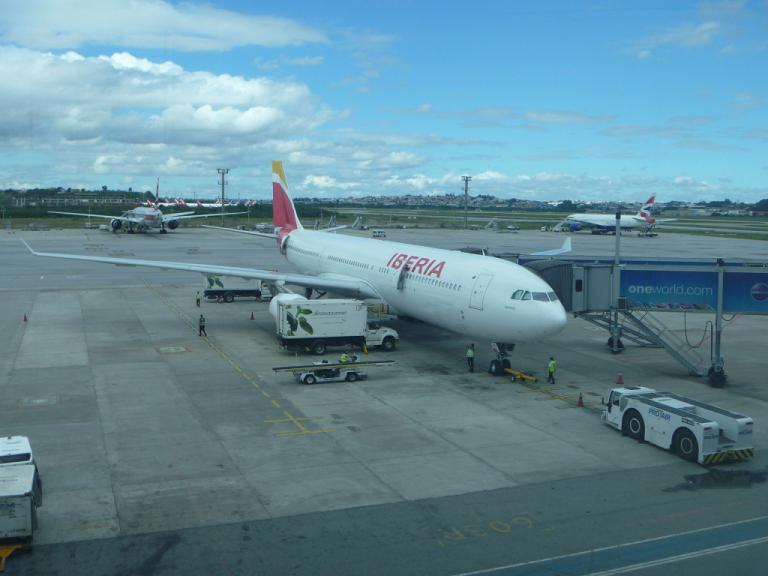 Путешествие через океан. Часть 5. Сан-Паулу (GRU) - Мадрид (T4S) на Airbus A330-300 IBERIA.