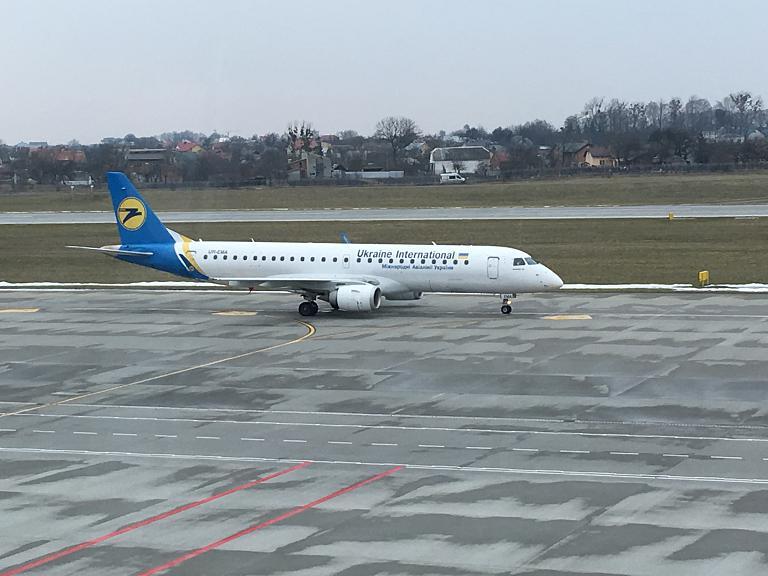 Львов - Киев (KBP) на Embraer 190 Международных Авиалиний Украины
