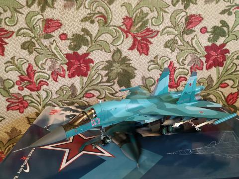 Фотообзор на модель самолёта Су-34 в масштабе 1:72 от Hobby Master