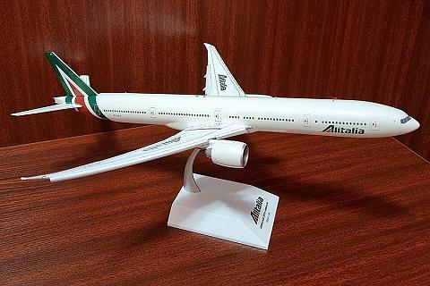 Большой красавец! JC Wings 1:200 Boeing 77W, AlItalia