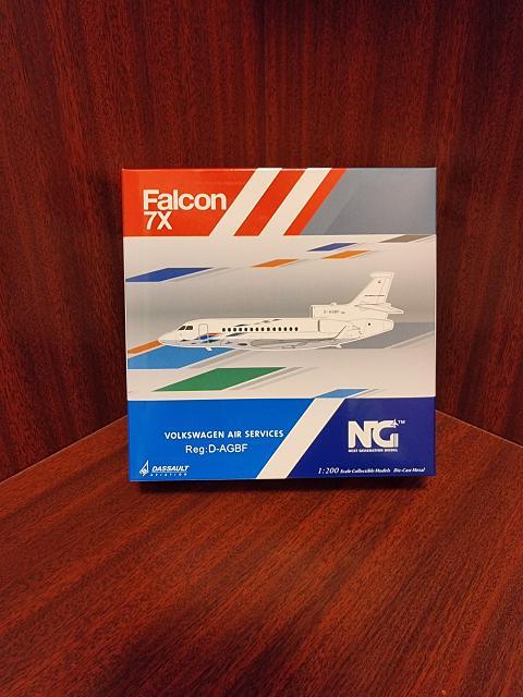 Маленький французский вжик... NG Model 1:200 Dassault Falcon 7X